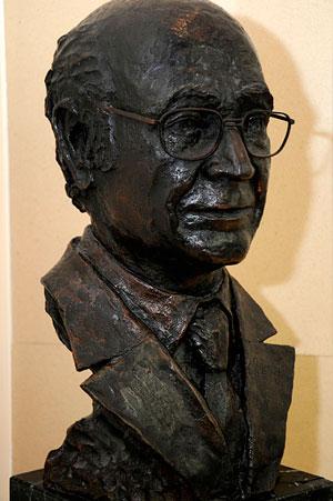 Busto Flores - Catedras - Fundacion Tejerina - Cpm Tejerina
