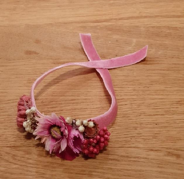 El Centro de Patología de la Mama – Fundación Tejerina regala pulseras de flores a sus pacientes