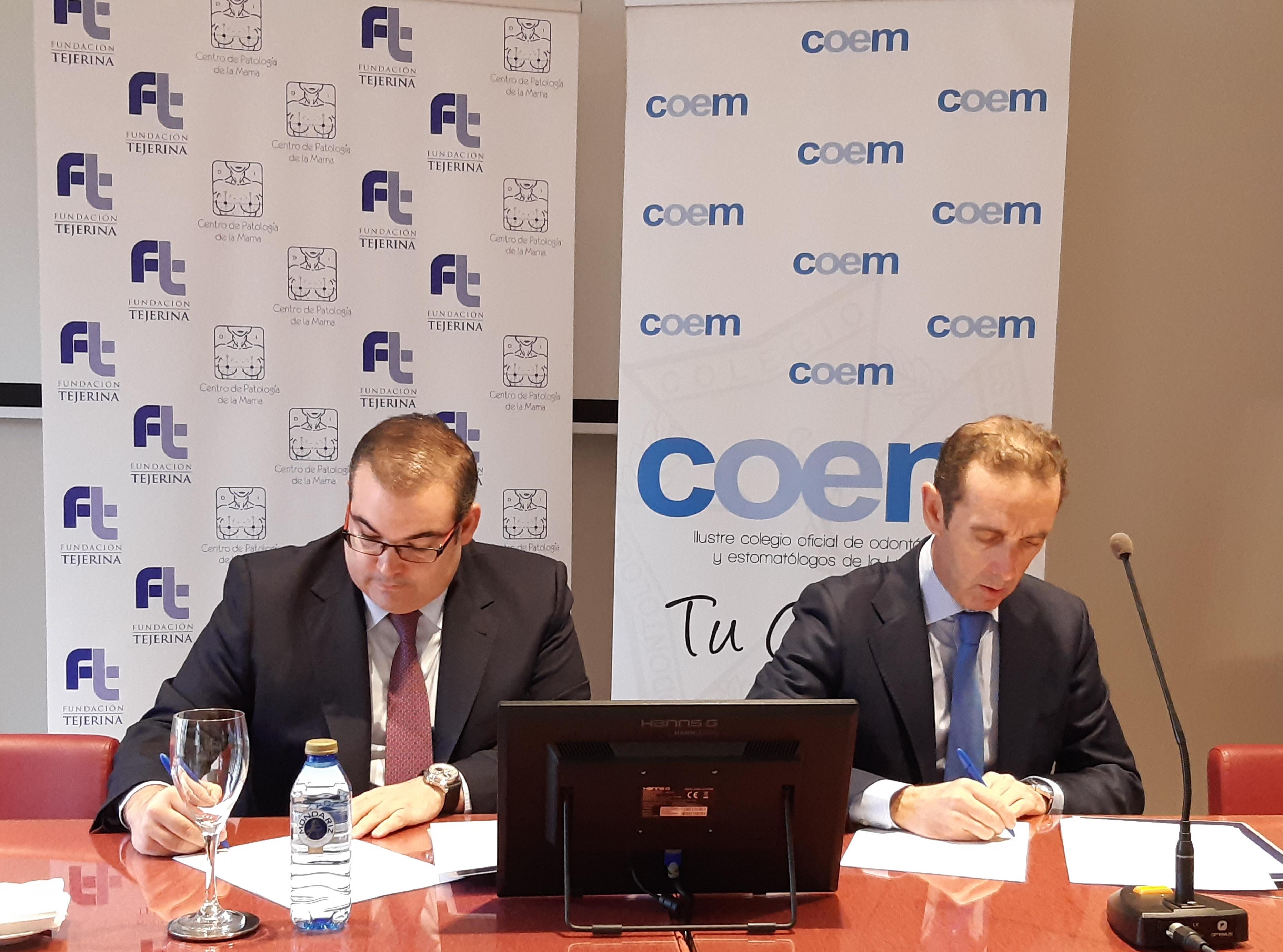 El doctor Antonio Tejerina y el doctor Antonio Montero firman el convenio de colaboración entre la Fundaicón Tejerina y COEM